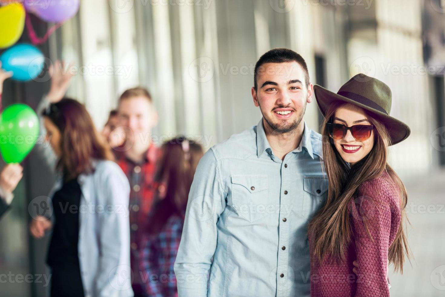 grupo de amigos adolescentes felizes foto