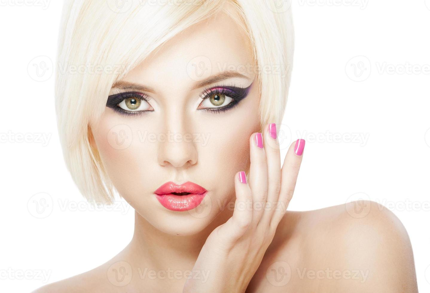 mulher de cabelo loiro foto