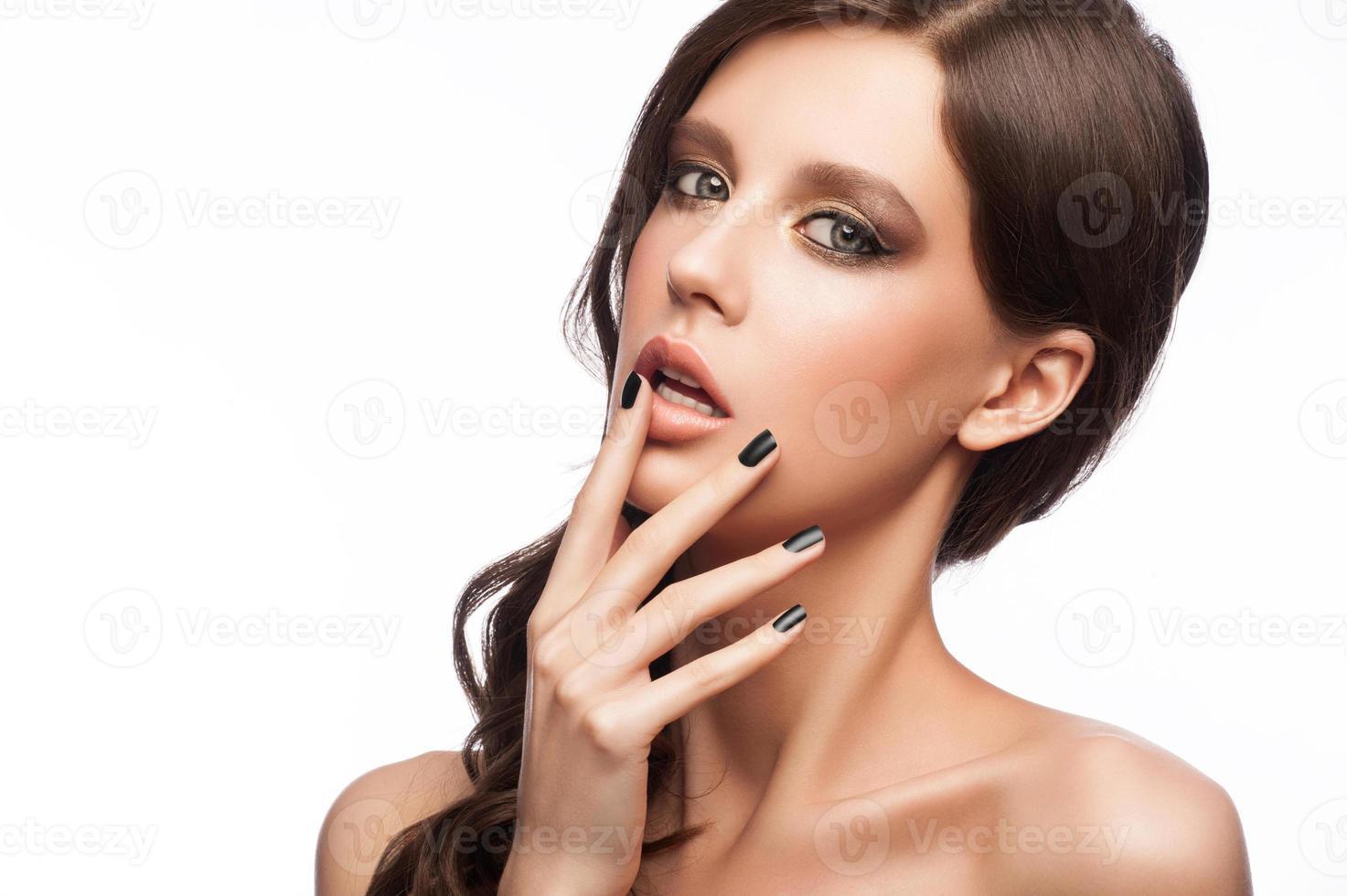 mulher com manicure foto