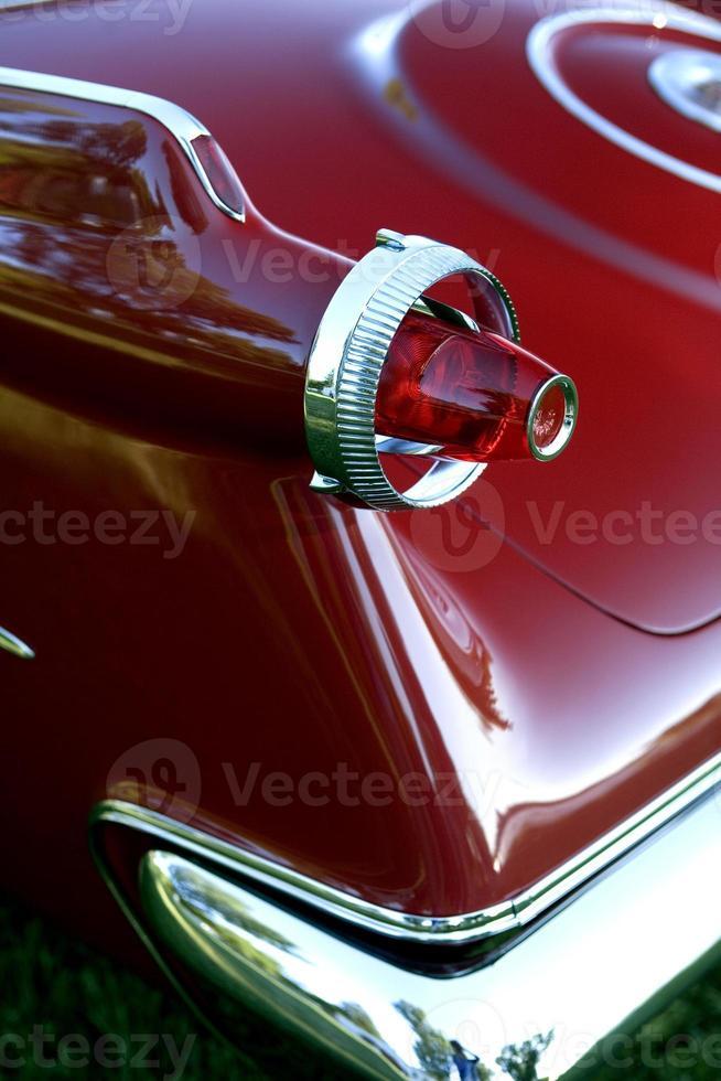 close-up de carro vermelho velho foto