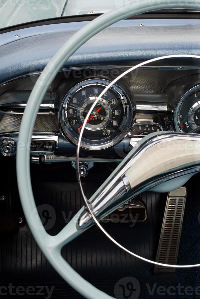 painel de carro antigo foto