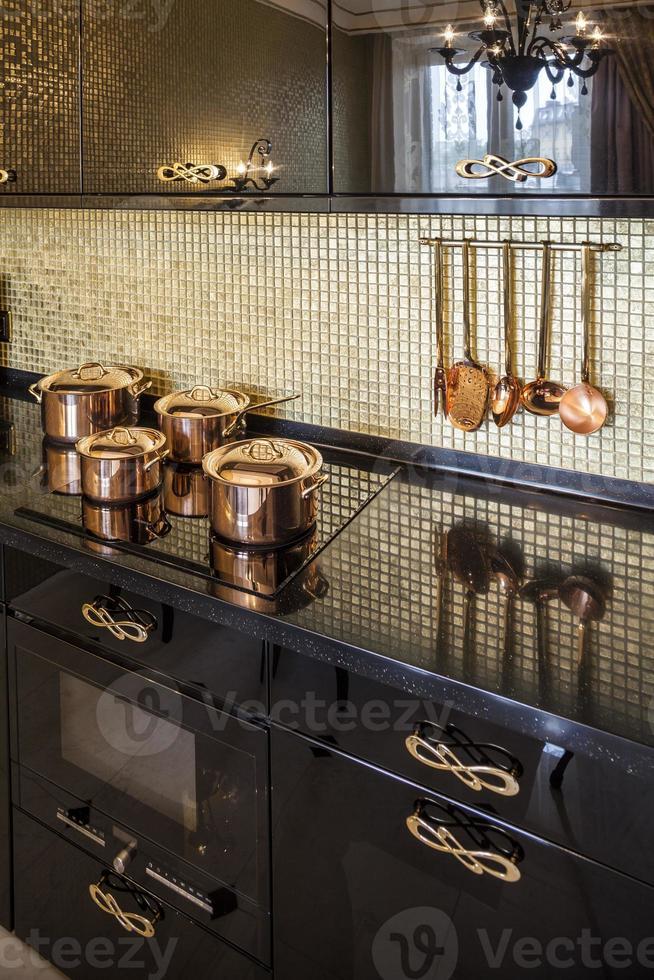 interior de cozinha moderna de luxo foto