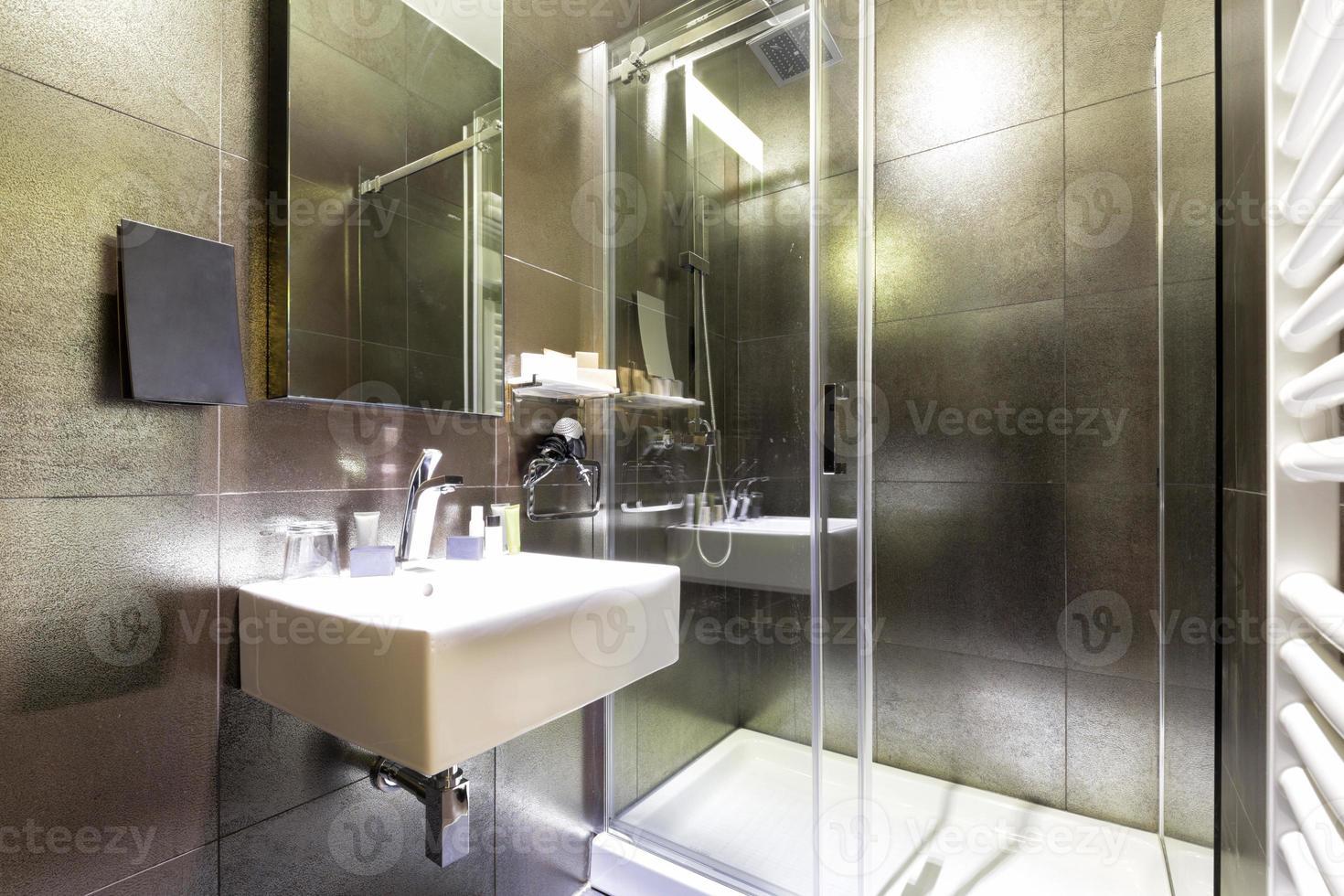 interior elegante do banheiro foto