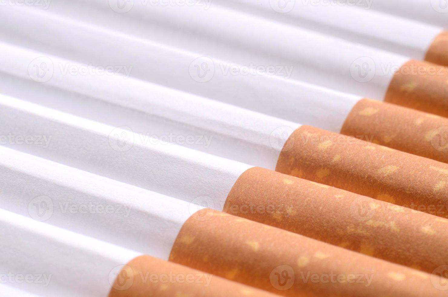detalhe de cigarros com filtro foto