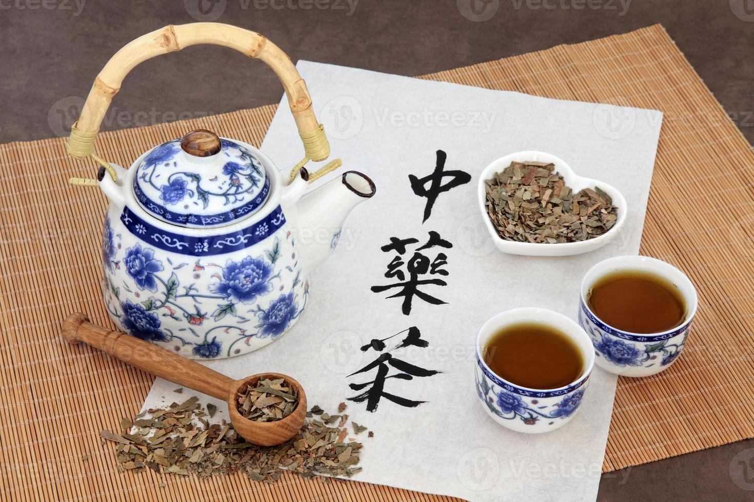 chá de ervas de ginkgo foto
