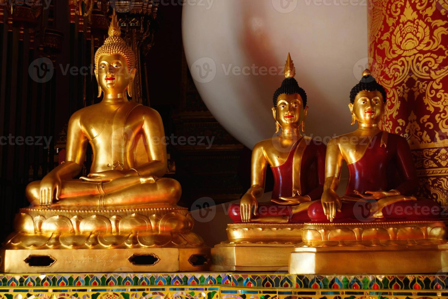 Buda dourado foto