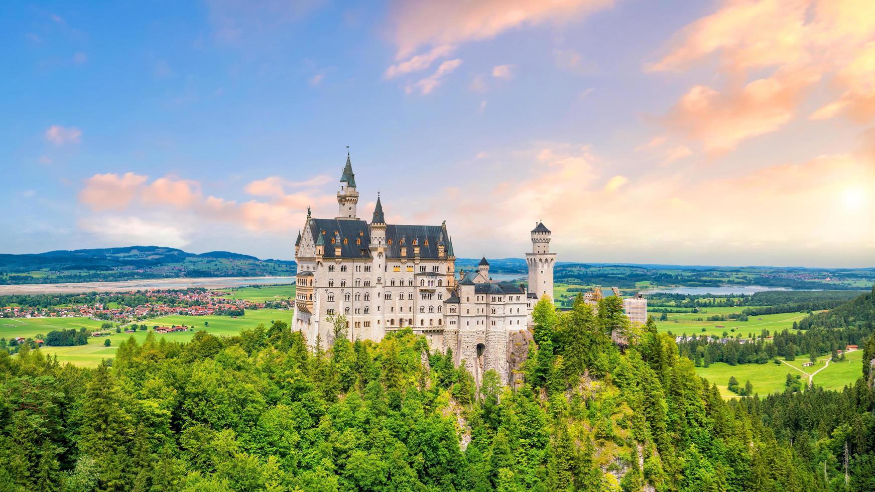 castelo neuschwanstein mundialmente famoso, alemanha foto