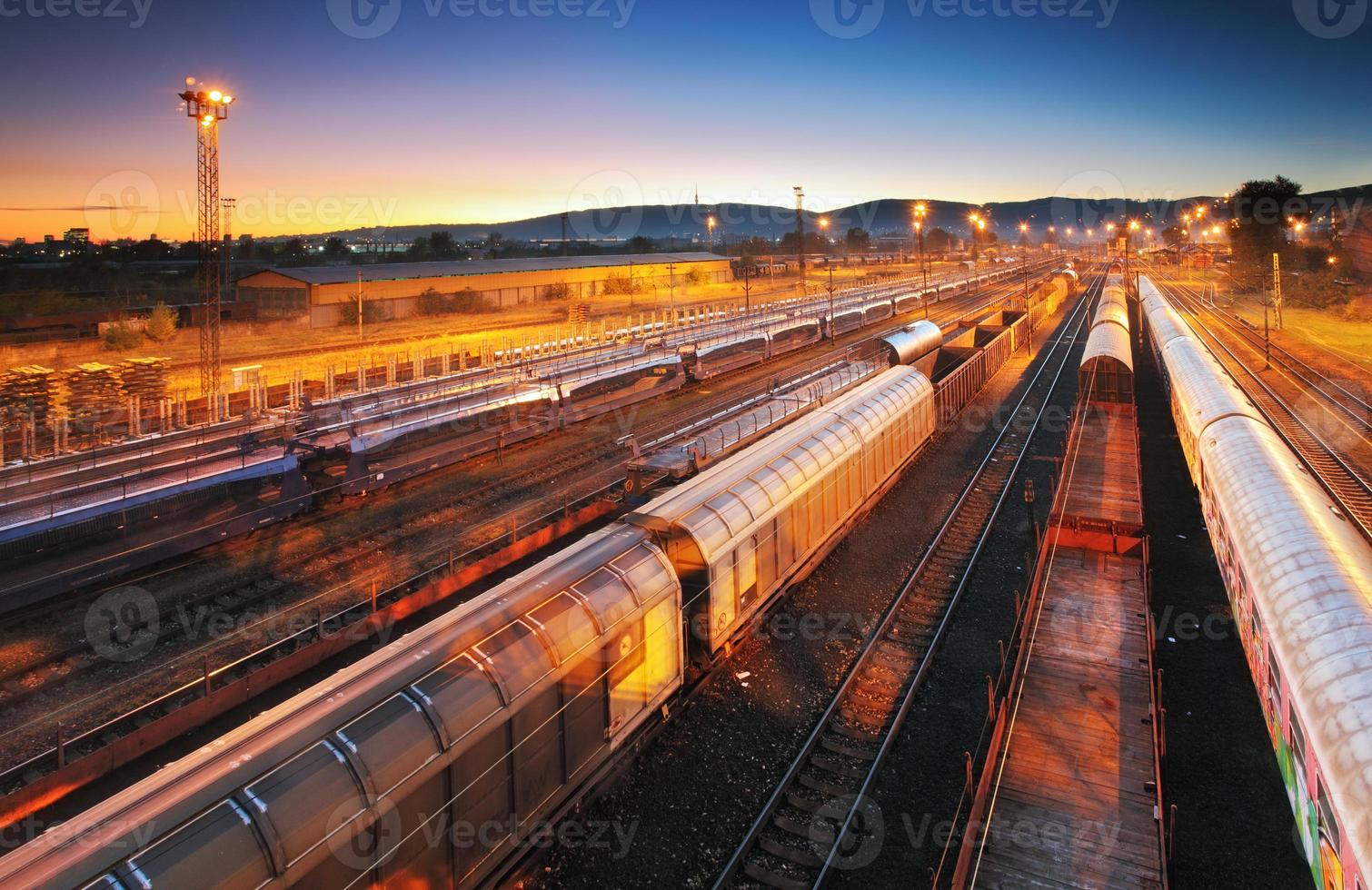 plataforma de transporte de carga de trem - trânsito de carga foto