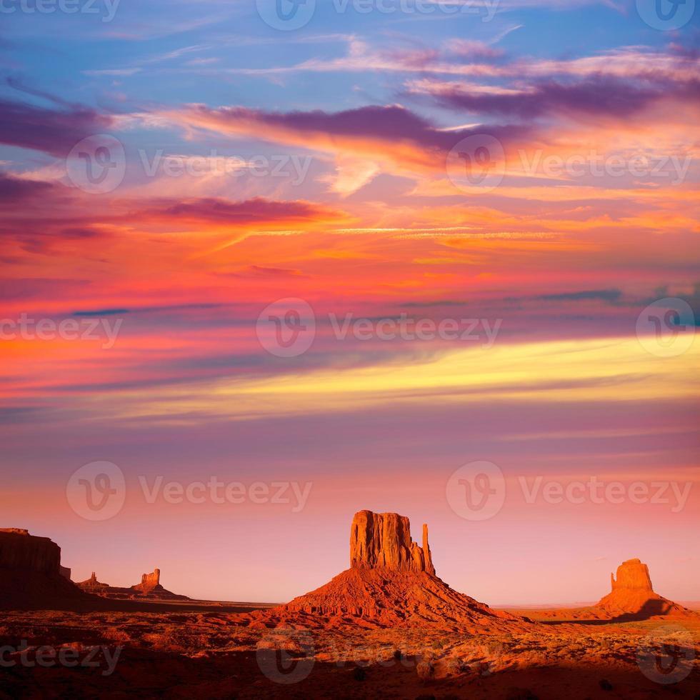 Monument Valley West Mitten e Merrick Butte Sunset foto