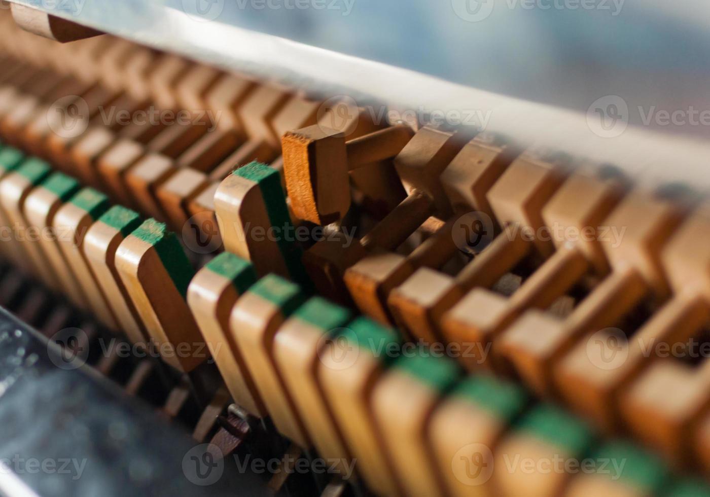 detalhe de martelo de piano preto vertical foto
