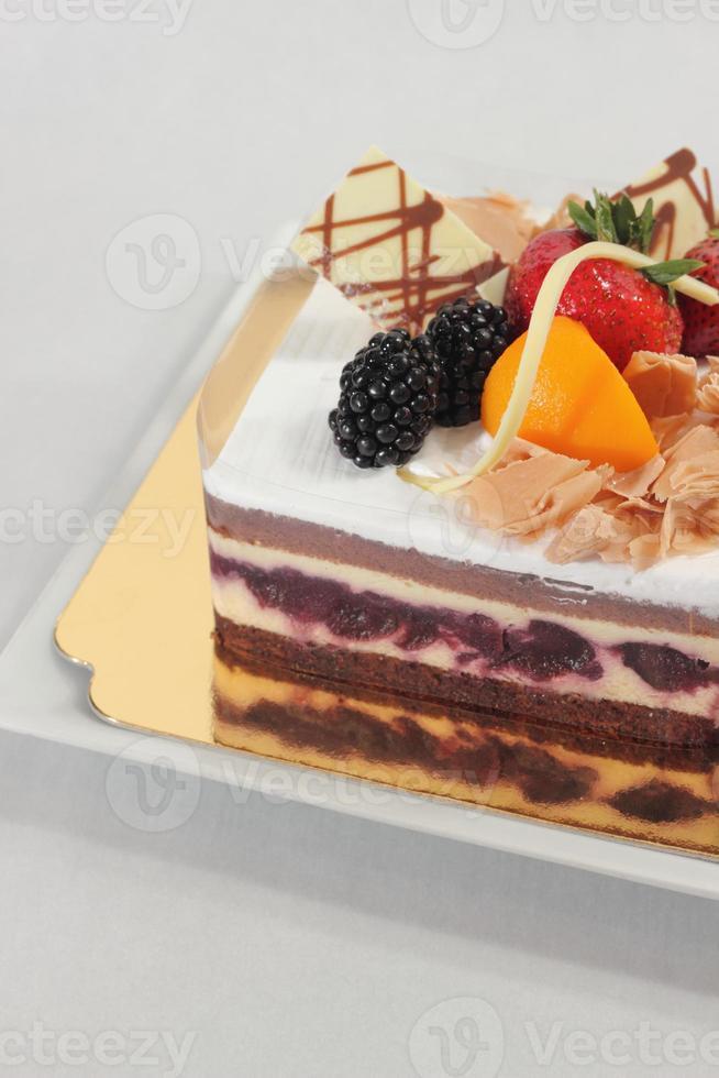 bolo de frutas frescas floresta negra foto