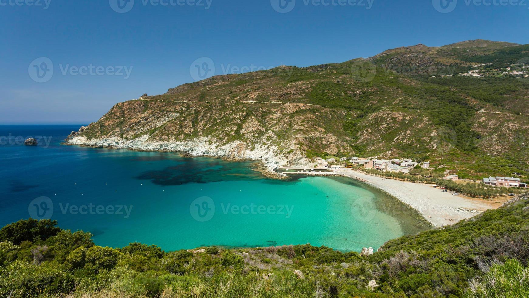 praia um porto em giottani em cap corse na corsica foto