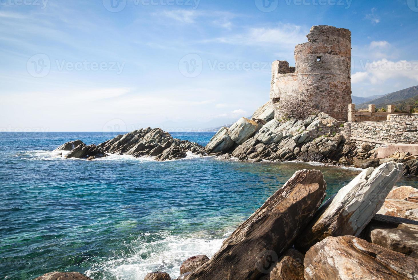 torre de vigia genovesa na corsica foto