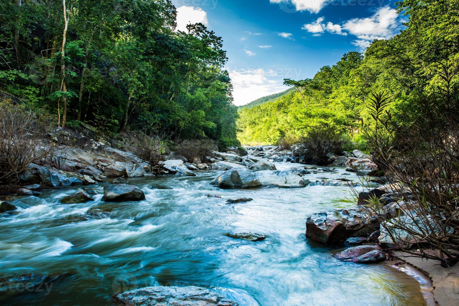 cascata no parque nacional de opkhan, chiangmai thaliand foto