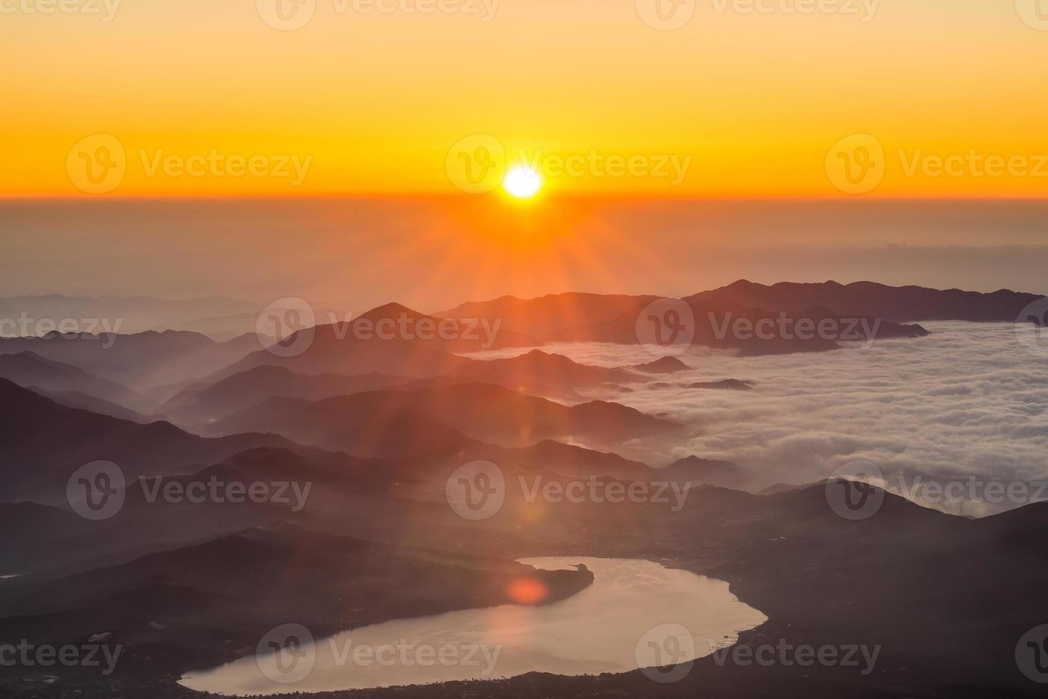 nascer do sol da montanha foto