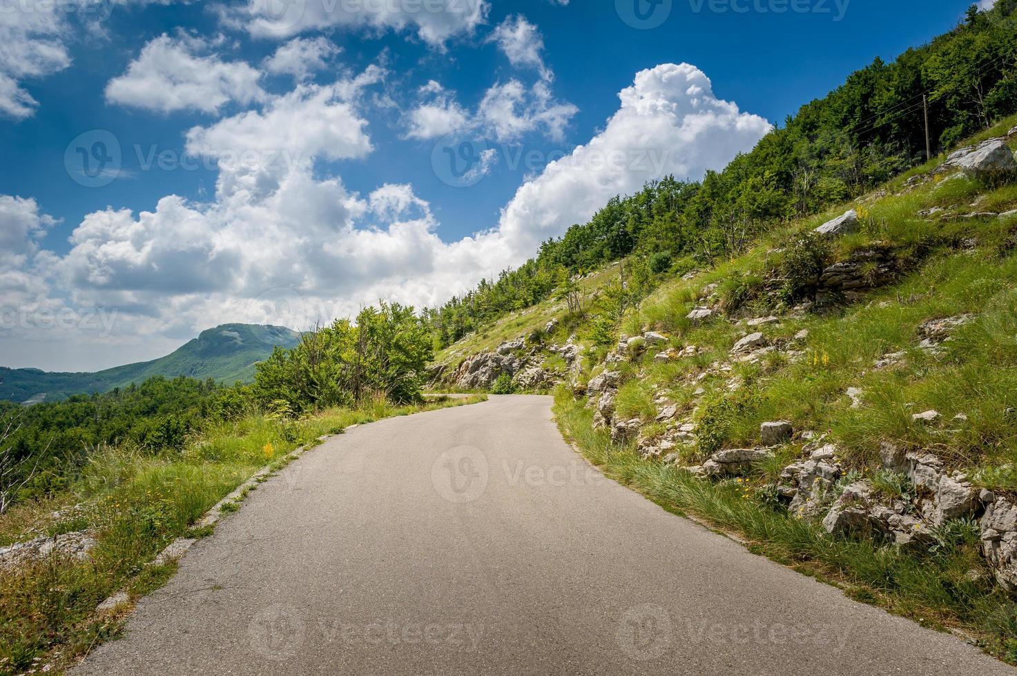 aventura na estrada da montanha foto