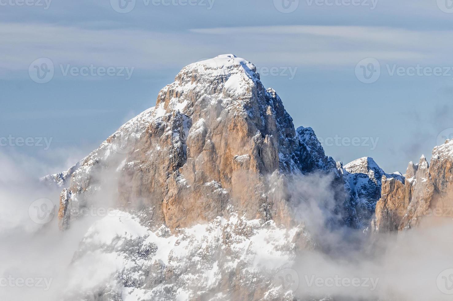 vista para a montanha dolomiti. foto