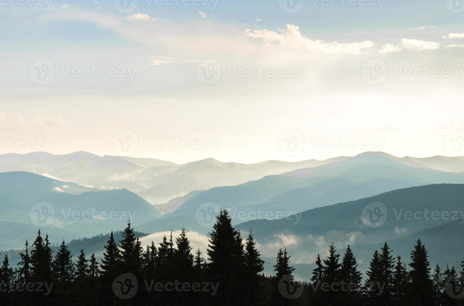 céu e montanhas foto