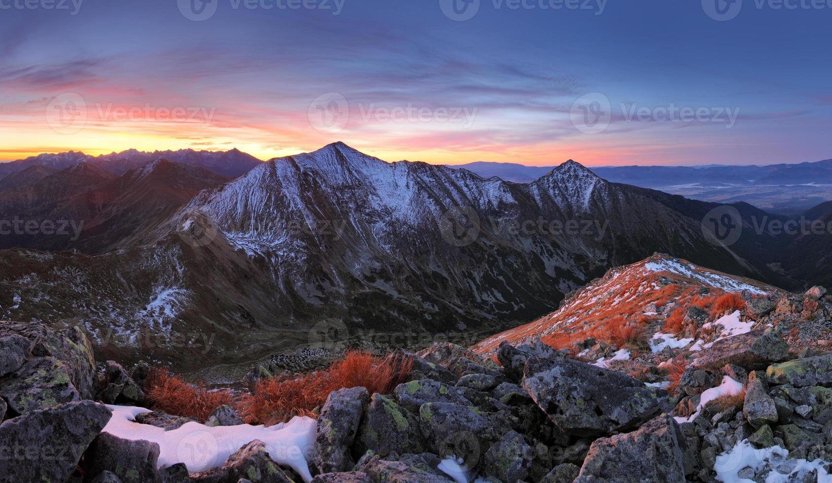 montanha tatra ao pôr do sol foto
