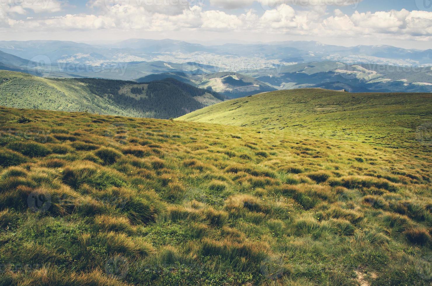 o mundo em repouso. bela paisagem montanhosa foto