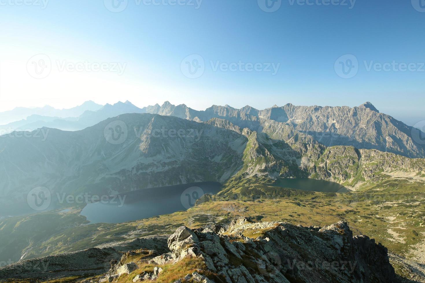 altas montanhas de tatra na manhã de verão foto