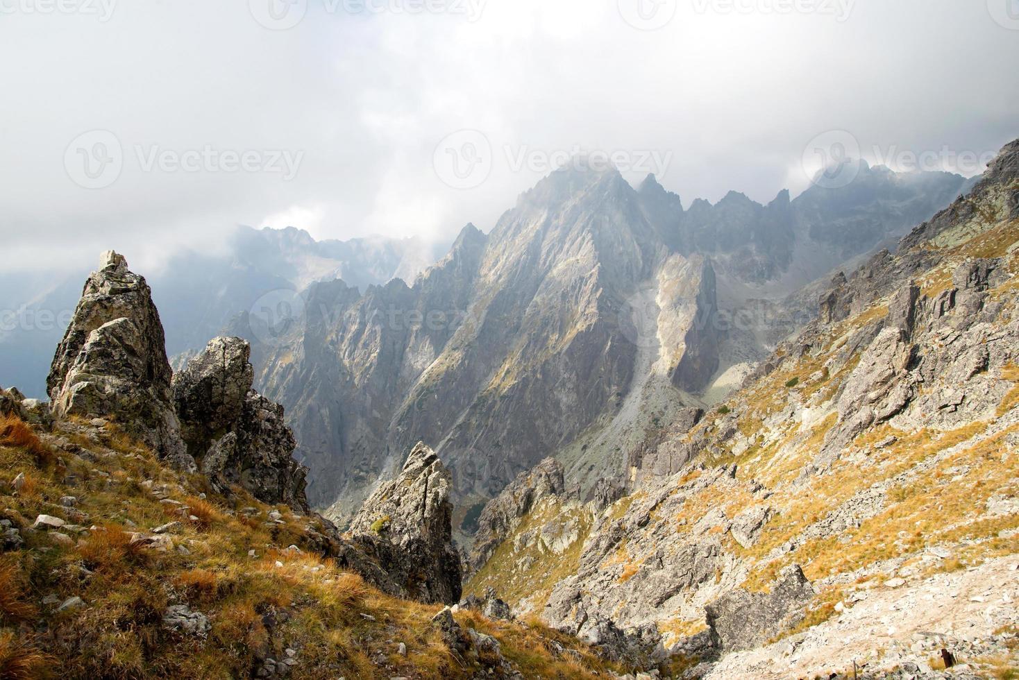 picos das montanhas em lomnicke sedlo foto