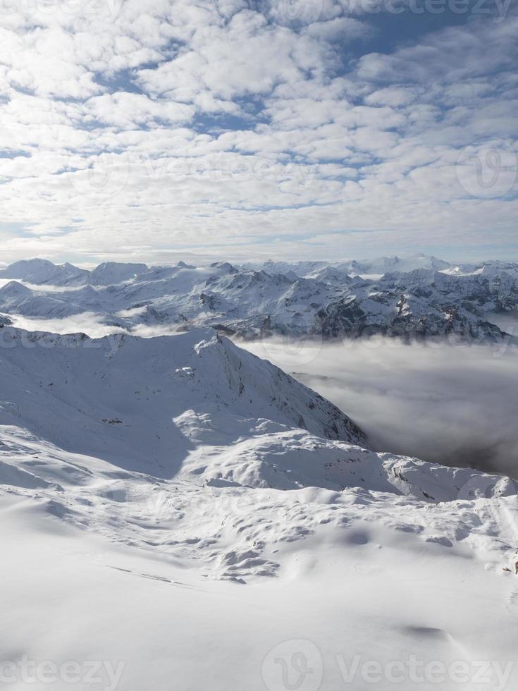 neve nas montanhas foto