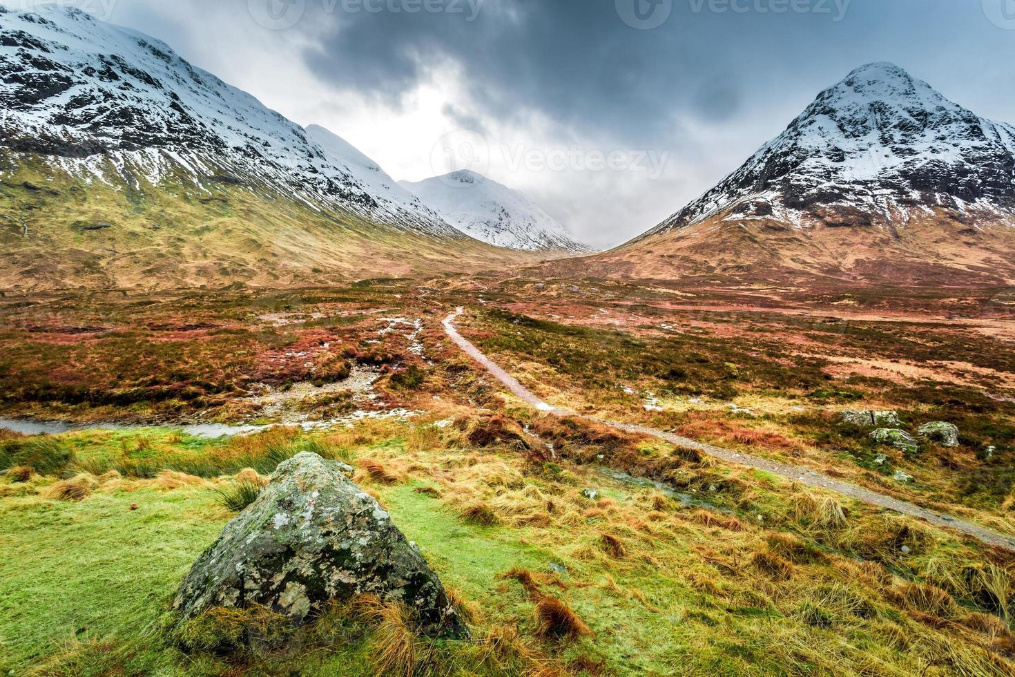 trilha nas montanhas glencoe foto