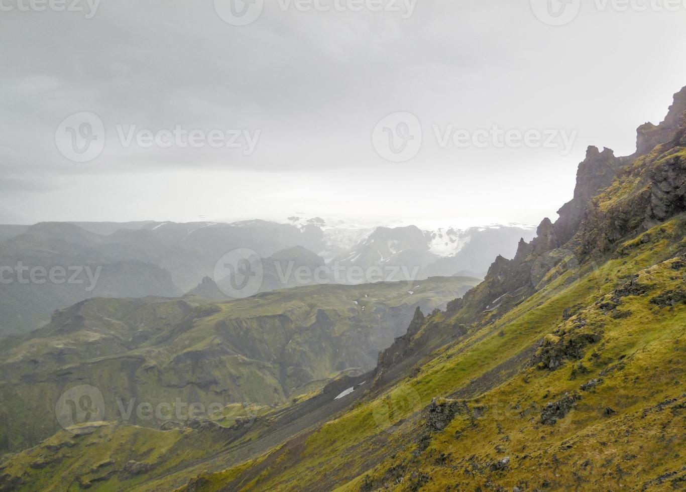 cenário de montanhas na Islândia foto