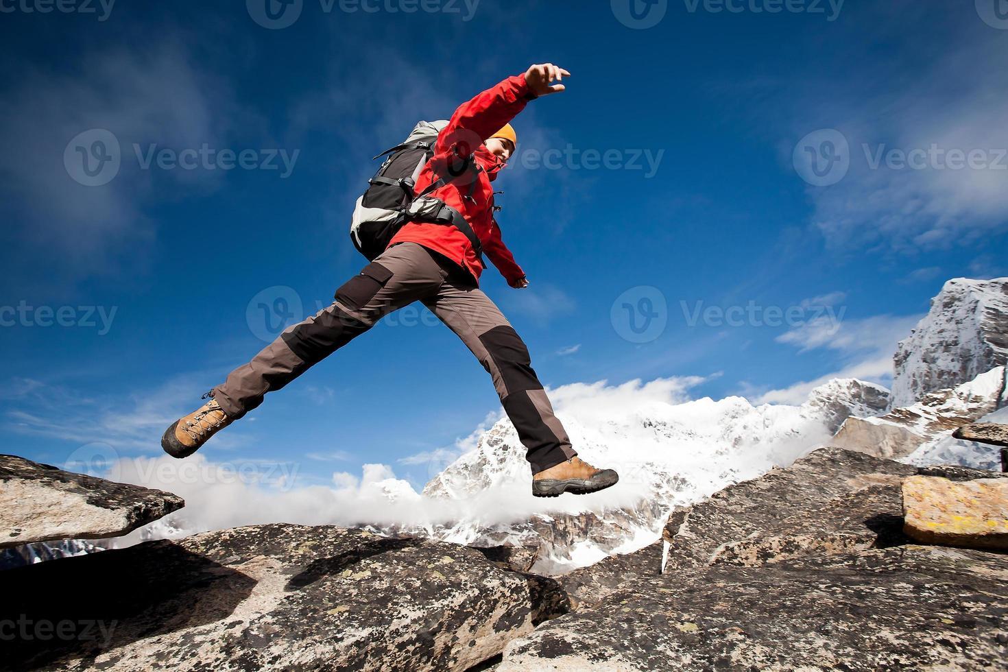 caminhadas nas montanhas do Himalaia foto