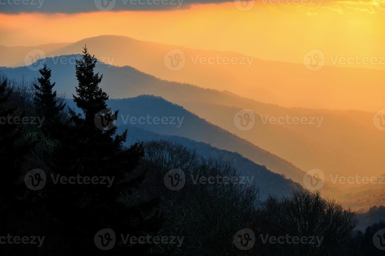 vista do vale oconaluftee no parque nacional das grandes montanhas esfumaçadas foto
