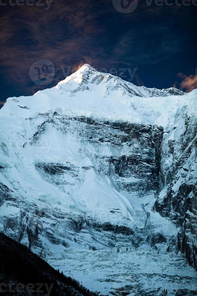 paisagem de montanha inspiradora, cordilheira de annapurna nepal foto