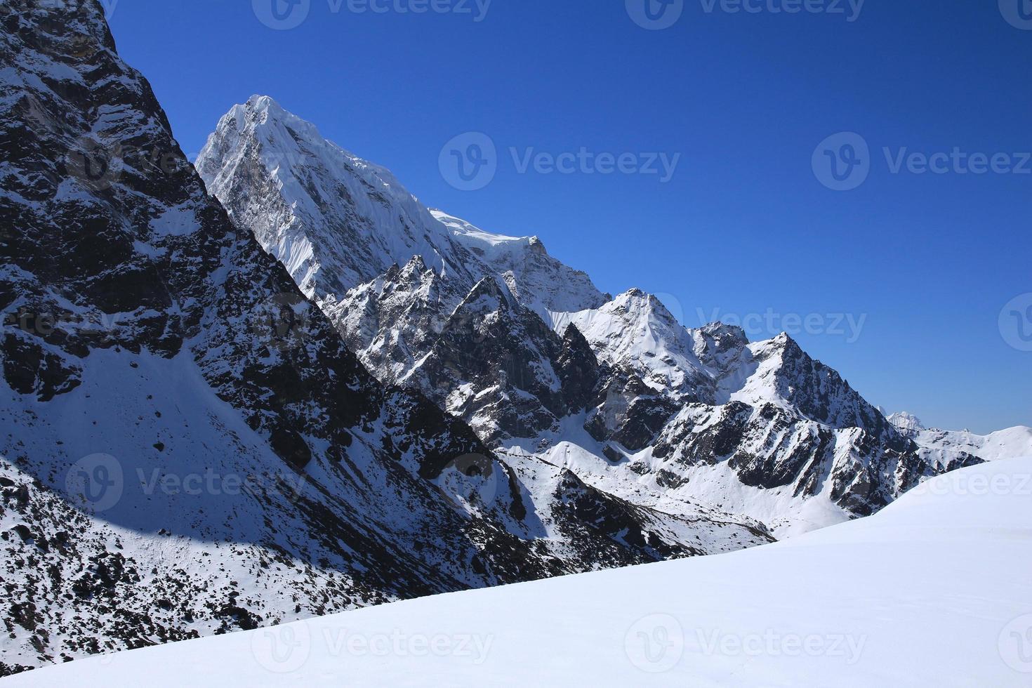 cholatse, alta montanha no parque nacional do Everest foto