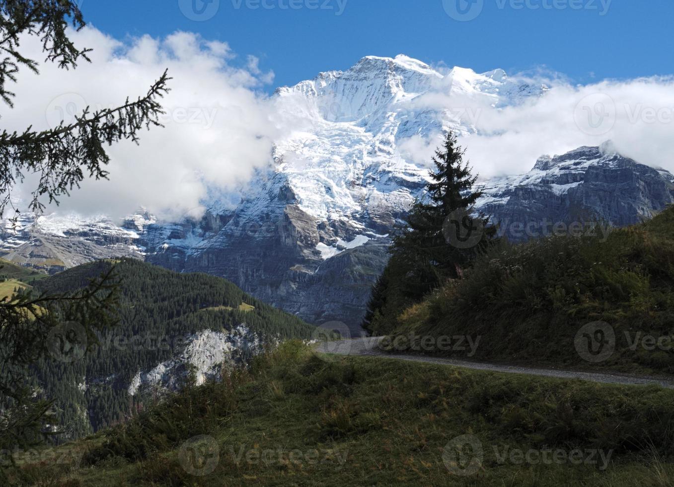 vistas espetaculares da montanha ao redor de murren (berner oberland, suíça) foto