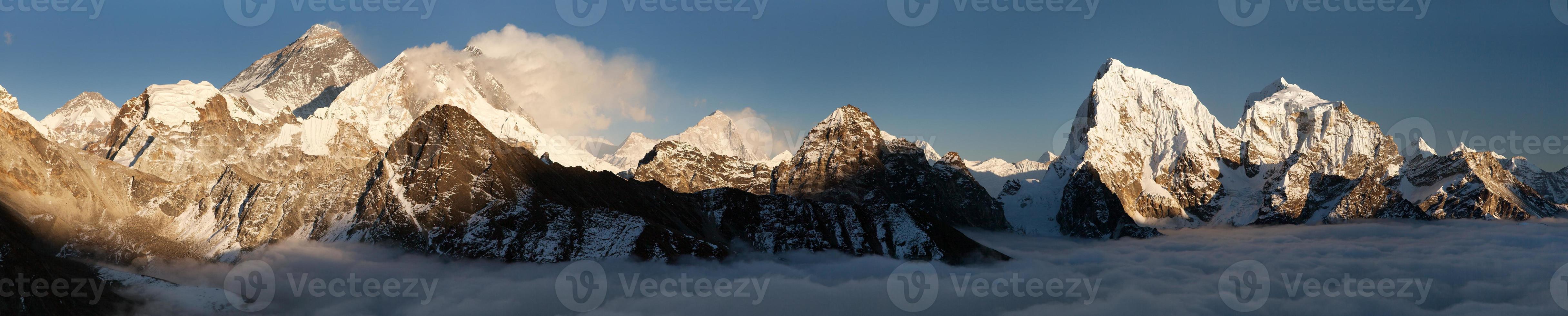 vista do monte everest, lhotse e makalu de gokyo ri foto
