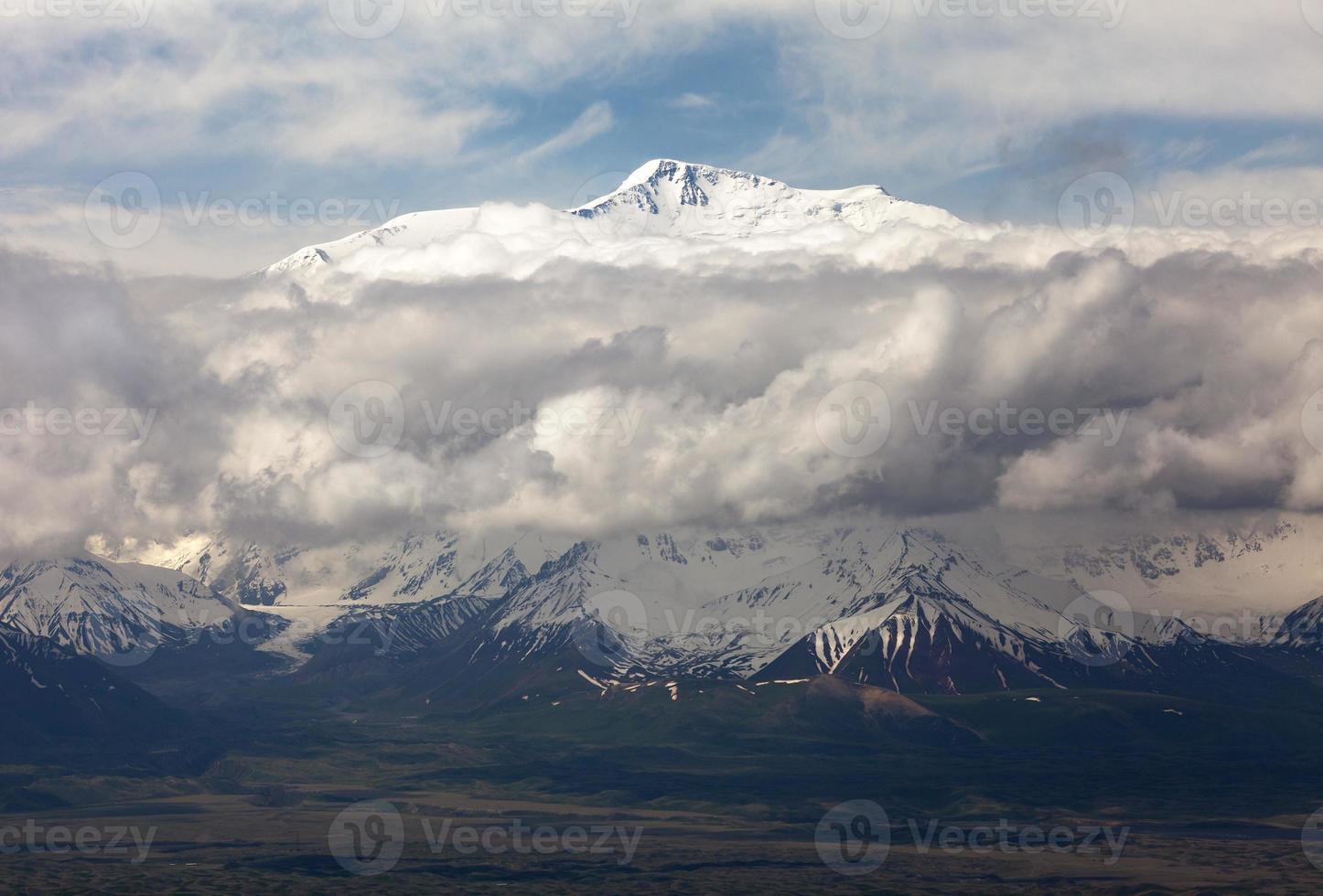 vista do pico de lenin de alay range foto