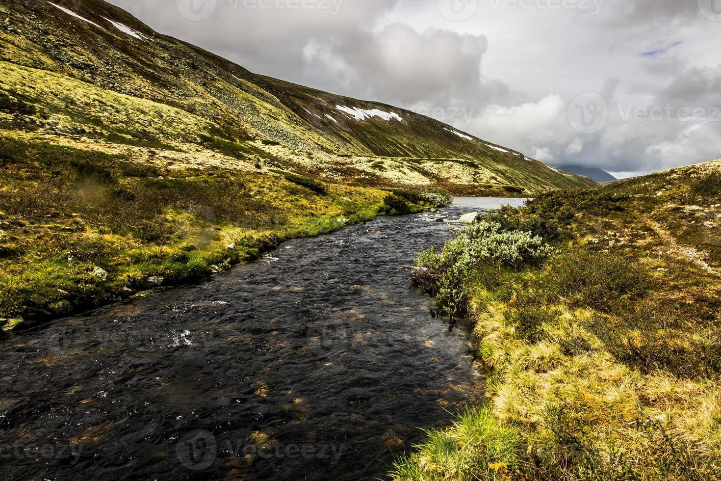rondane, norway mountain river foto