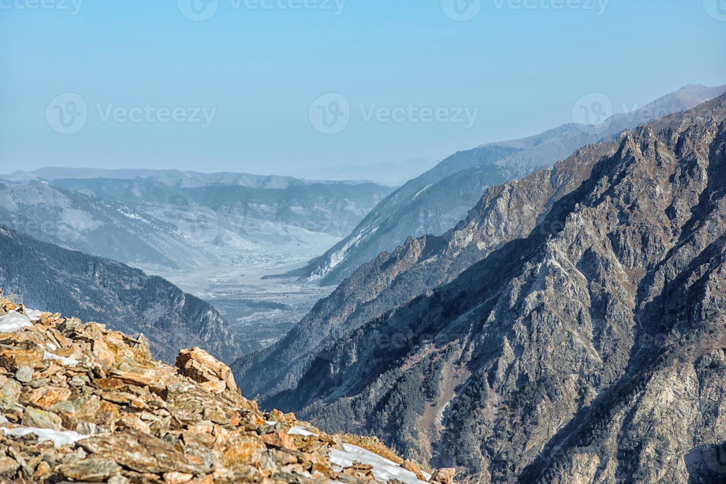 dombai. paisagem das montanhas rochosas na região do cáucaso na Rússia foto