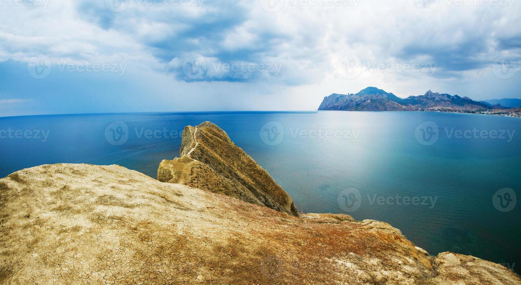 montanha e mar foto