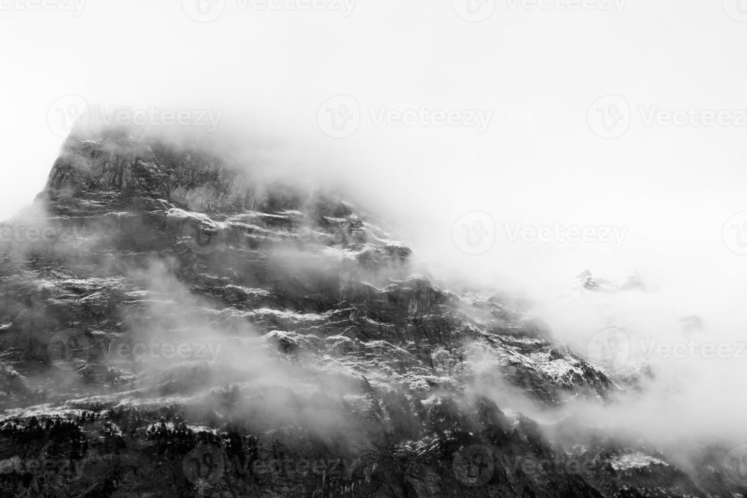 montanha ao amanhecer foto