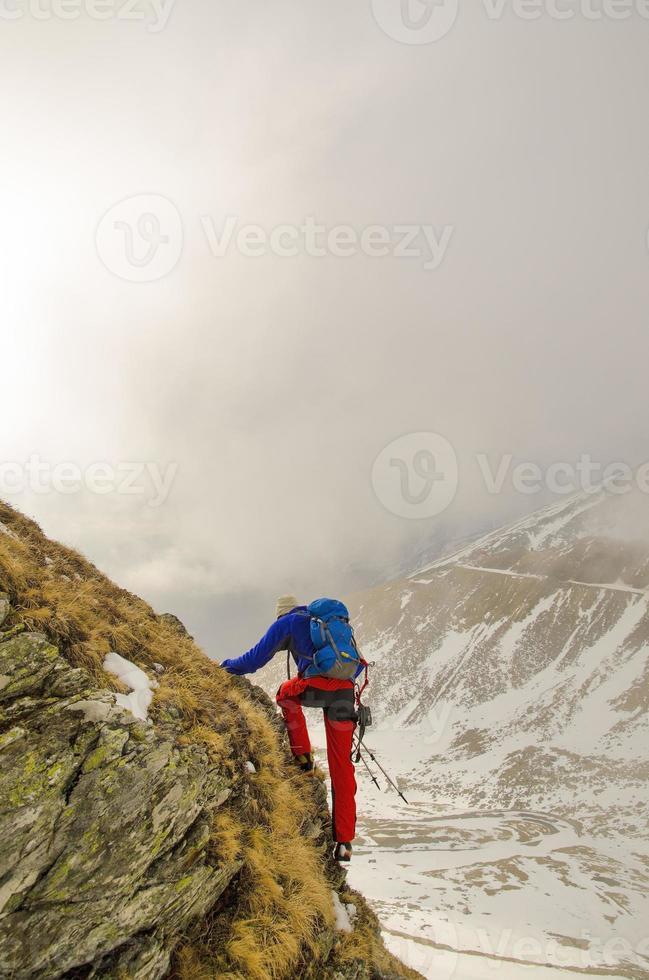 caminhadas em montanhas rochosas foto
