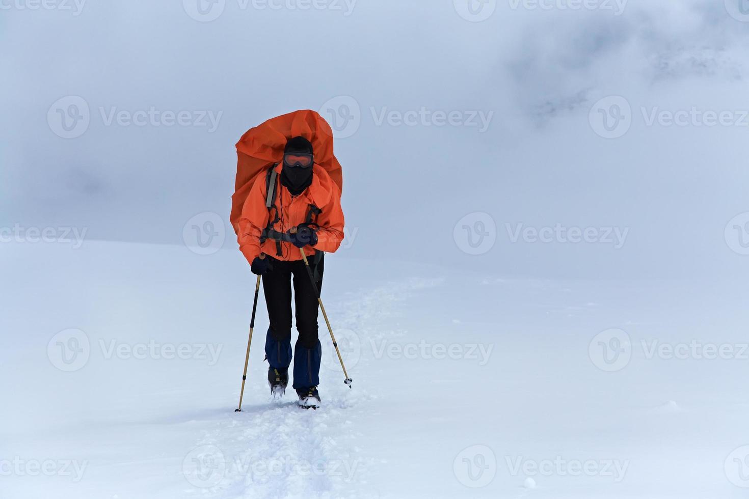 caminhante na montanha foto