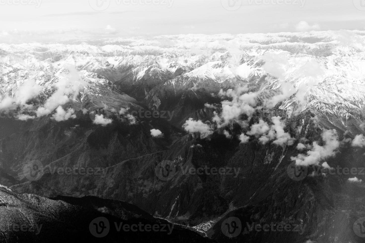 vista aérea das montanhas na província de sichuan, china. foto