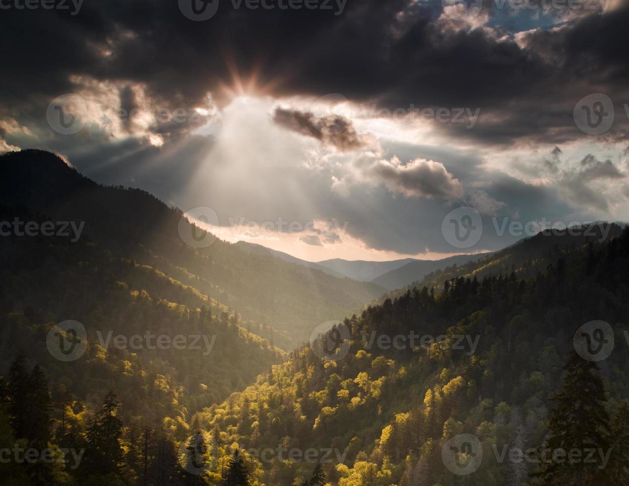 sol explodiu nas montanhas foto
