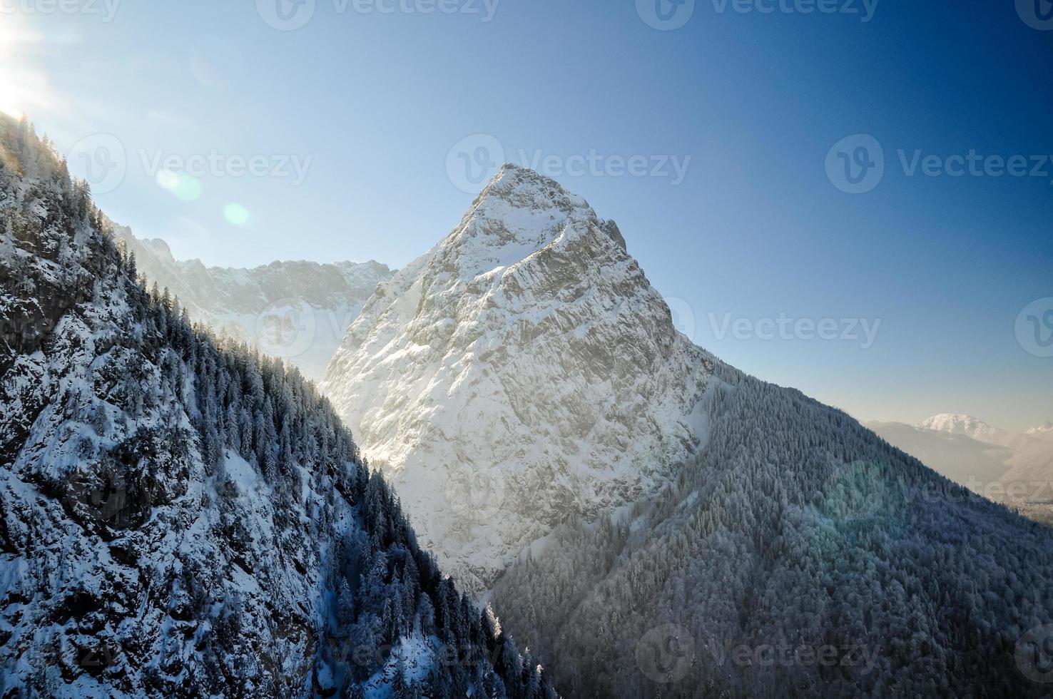 paisagem de inverno com cume de Waxenstein perto de Garmisch - Alemanha foto