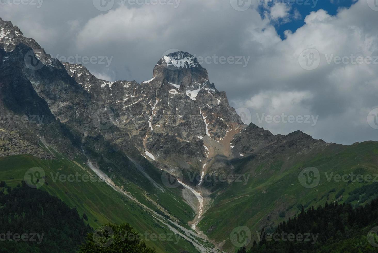 montanhas, o norte do cáucaso. foto