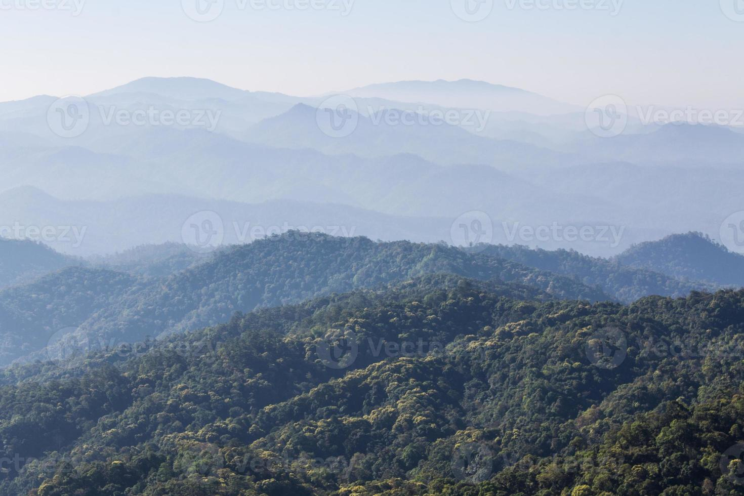 vista matinal da montanha, parque nacional de pha daeng foto
