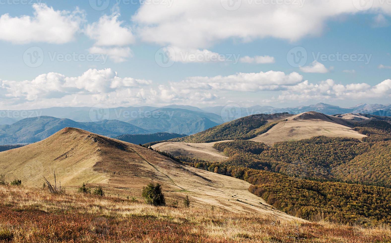 paisagem de outono nas montanhas foto