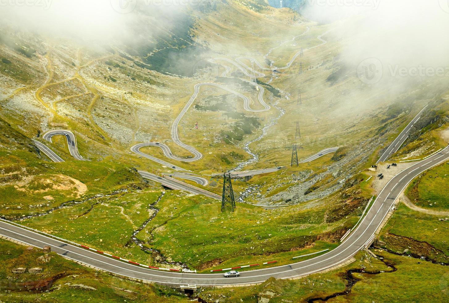 estrada da montanha transfagarasan, cárpatos romenos foto
