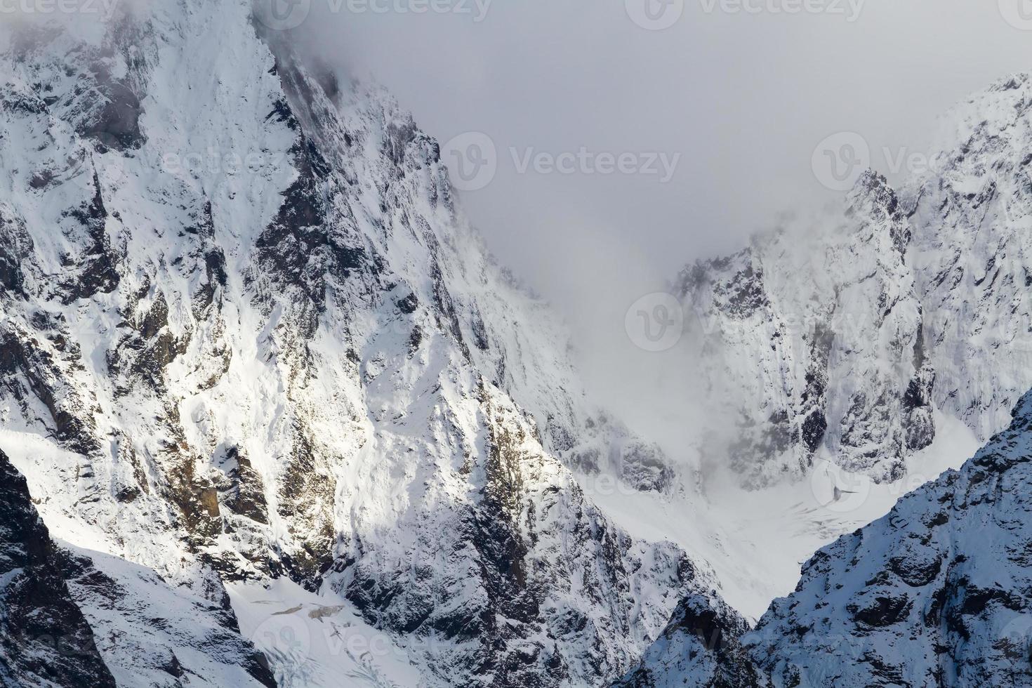 montanhas cobertas de neve foto